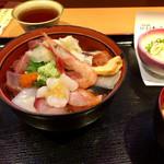 魚河岸の居酒屋 えびす大黒 - 海鮮丼ハーフ(ご飯少なめ&同価格)