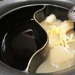 しゃぶしゃぶ温野菜 西新店 - すきやきスープの他に、もう1種類選べるらしいので、                             『コラーゲンたっぷり美肌ゆず塩だし』にしてみました。