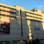 徳多和良 - 北千住駅です。 LUMINEになっているんですね。 駅前は思ったよりも立派でした。 生まれて初めて降り立ちましたよ。 思っていたよりも都会だったんで、ちょっぴりビックリしました。