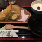 麺酒房 文楽 - 天皿そば膳の天盛りと手作り生豆腐