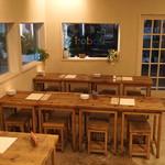 イロドリ - 客数に合わせて色々な組み合わせが出来るテーブルと椅子
