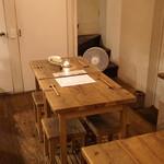 イロドリ - 可愛らしいテーブルと椅子