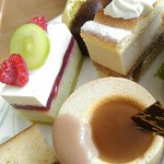 57945262 - H28.10:紅茶とキャラメルのケーキ・ライムとホワイトチョコとピスタチオのケーキ・マロンのケーキ