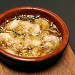 武蔵 - 料理写真:プリプリ海老のアヒージョ