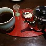 生きている珈琲 - 平日限定 急須で飲むモカ(和三盆糖付)