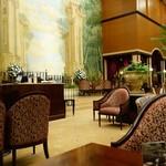 第一ホテル東京 ロビーラウンジ - (2016/10月)壁画のような壁が圧巻