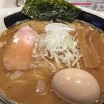麺屋 侍 - 魚介強調。味玉トッピング。
