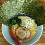ラーメン 松壱家 - 料理写真:ラーメン700円麺硬め。海苔増し100円。
