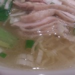 巣鴨餃子房 - ・鶏塩麺 具は蒸し鶏と青梗菜と葱