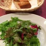 トラットリア アリエッタ - ランチサラダとバゲット