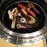 焼肉きんぐ - 極厚キングカルビとイカと海老