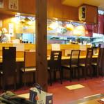 たべたか屋 - お店はカウンターと小上がりという定番スタイルの居酒屋さん、私達は3人だったんで小上がりを使わせていただいて食事です。