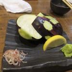 たべたか屋 - 玉ナスは山葵と醤油で刺身のような感じでいただきました、この食べ方案外いけますよ。