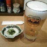 飲みくい処 かんぱい - 本日はサービスの生ビール中ジョッキ(通常は¥460税別)、お通しは無料です。