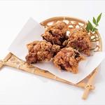 からあげ屋くろまる - 【うまみ唐揚げ(にんにく生姜味)】宮崎県産原木椎茸・鹿児島県産鰹節・北海道産昆布からしっかりと出汁をとった独自の無添加たれに宮崎県産のにんにくと生姜を混ぜあわせ、国産の鶏肉をじっくり漬け込み、独自のスパイスと製法で揚げています。食欲をそそる宮崎県産のにんにくと生姜をお楽しみください。