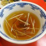 四川一貫 - なお、ハルチャーには塩気控えめなスープもセットに付いてきます。