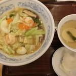 ぎょうざの満洲 - 中華丼