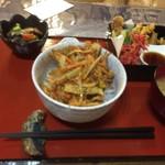 厨ボーです。くまヰ - サクサク揚げ丼(700円)
