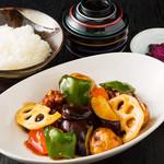 【平日限定】鶏と野菜の黒酢あんかけ定食