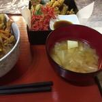 厨ボーです。くまヰ - 盛り合わせと豆腐とキャベツのお味噌汁