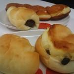 57978442 - クリームパン、レーズンクッキー、ちょこコルネ、揚げパン