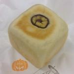 アブミ ベーカリー - キューブタイプのマロンクリームパン