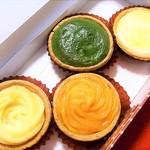 カントリーマアム FACTORY - タルトは4つ購入 他に季節の洋梨と紫芋も売られていました