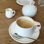 Cafe&Pancake 楓 - ドリンク写真:先にホットコーヒー(380円)が(涙)