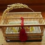 Kakouokamoto - 鈴虫の季節、虫籠を見立て稲穂がさしてあります。
