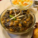 マルハバ - セットのほうれん草と豆カレー