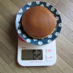 竹隆庵岡埜 - カリーどら焼 重さ62g まあ普通のサイズです。