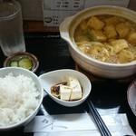 57982464 - カレー煮込みうどん+白ご飯(冷奴、お新香はセット)