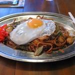Yakisobabaruiijimaya - 海鮮ソース焼きそば+目玉焼き