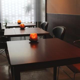 テーブル広めの2名様席