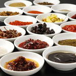 リトル成都 - 本場の味を再現するために、調味料も現地のものを使用