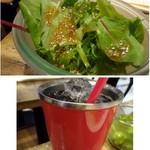 肉バルブッチャーズ 八百八 - ◆上:セットの「サラダ」・・リーフだけですけれど、ドレッシングが美味しいこと。 下:アイスコーヒー(200円:税込)を頂きましたが、オーが肉珈琲らしい軽いテイスト。