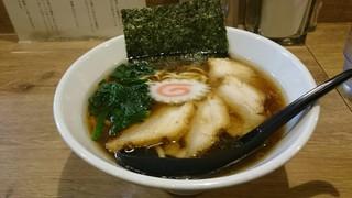 AKEBI - 煮干しと生姜のチャーシュー麺!