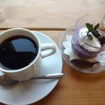 みつばちファームカフェ - 料理写真:はちみつコーヒーとぶどうのムースです