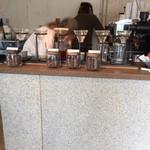 グリッチコーヒー&ロースターズ - こんな感じでドリップ
