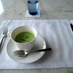 ザ ソサエティ - 本日のスープ(グリーンピーススープ)