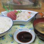 味成 - マグロとイカ刺身盛合せ定食