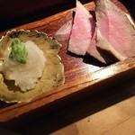 58000545 - (2016年10月 訪問)自家製燻製の鴨わさ、980円。シットリ食感の鴨に燻した香りがバランス良かったです。