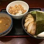 58001500 - 特製煮干しつけ麺と鶏生姜丼