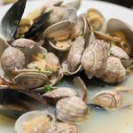 琥珀ブルワリー - 2016.10 ムール貝とホンビノス貝のガーリック煮込み