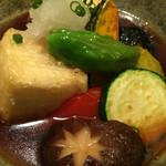 魚眞 - 野菜たっぷりの揚げ出汁豆腐。