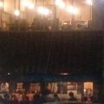 魚三酒場 - 外の列が長くなってます。