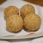 中華食房 チャングイ - ゴマダンゴ