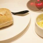 リストランテ ドゥエ フィオーリ - 自家製天然酵母パン その1