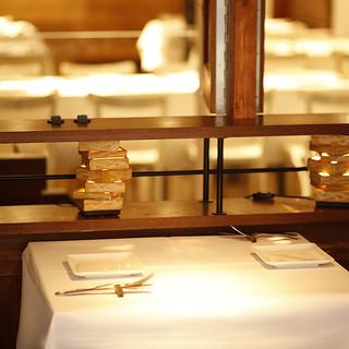 テーブルクロスのテーブル2名様から大人数まで対応可