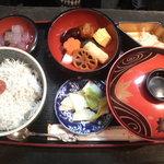 """般若坊 - 湘南名物""""しらす丼""""これで980円は安い。おいしかった"""
